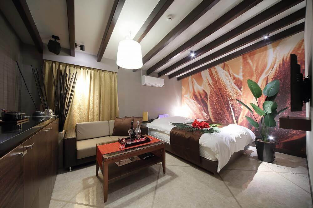 静岡インターラブホテル 艶 303号室 ベッド