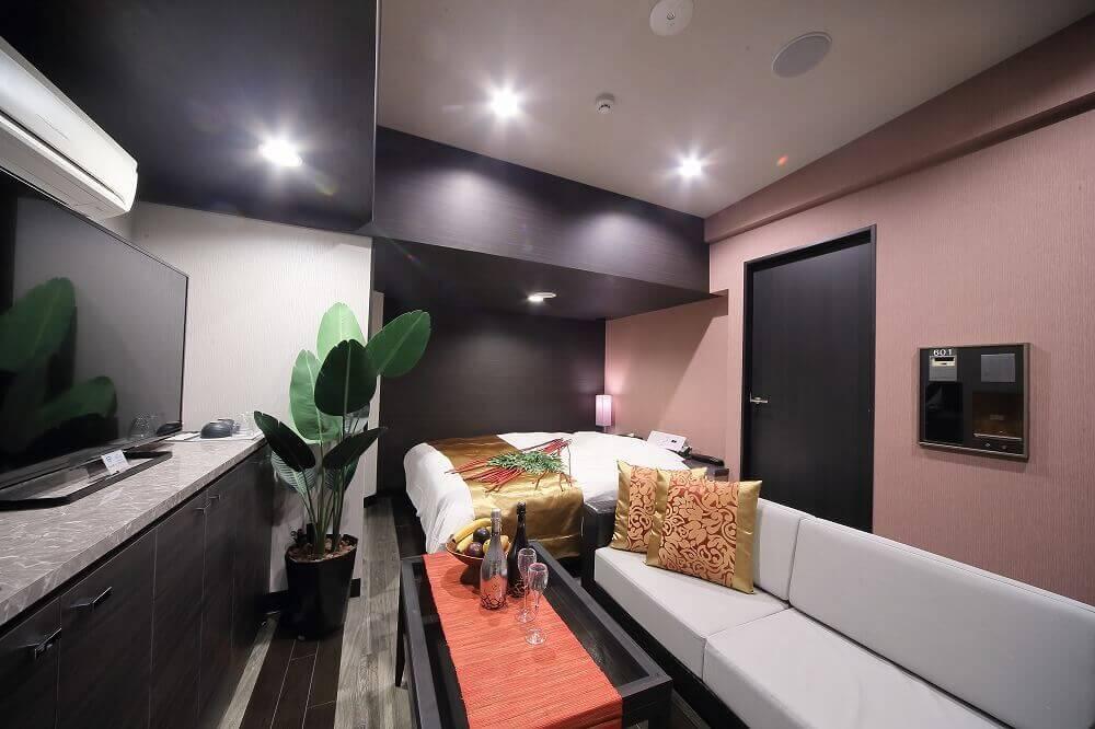 静岡インターラブホテル 艶 601号室 ベッド