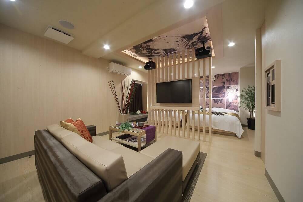 静岡インターラブホテル 艶 702号室 ベッド